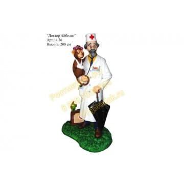 Сказочный персонаж Доктор Айболит с обезьянкой