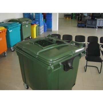 Пластиковый контейнер объемом 1100 литров с люком
